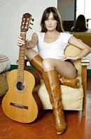 Carla Bruni, muzica pentru filantropie