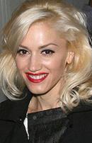 Buze rosii pentru blonde sexy